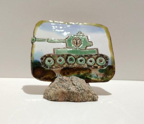 """Декоративная керамическая плакетка """"Зеленый танк"""" с длинной гусеницей"""