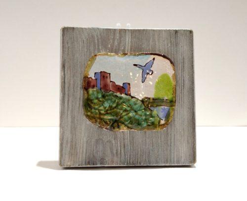 """Декоративное панно из керамики """"Лебедь, Изборск"""" на брашированной доске"""